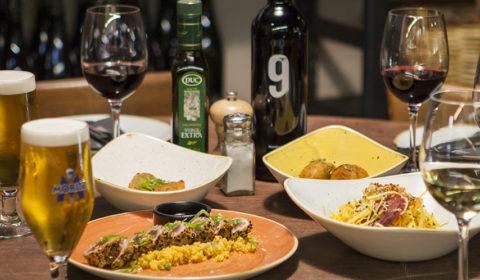 platos y tapas, cervezas, vino, mesa, restaurante, 9 Granados